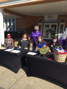Lady Volunteers Jennifer Manchester, Amy Laughinghouse, Trouble, Austyn Lucas, and standing Joy Greear.