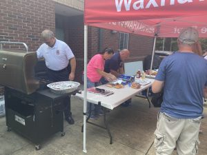 Chief Sharpe grills up some hot dogs for the hungry crowd at the Waxhaw FD Open House 2021.